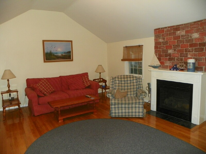 185 Trotting Park Rd. Family Room