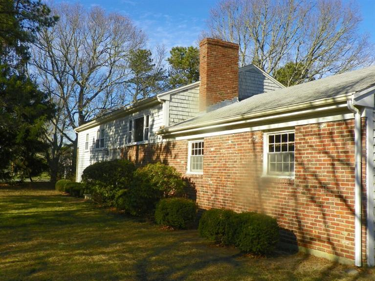 Front of House at 6 Old Field Road, West Dennis, MA for sale by Cranberry Real Estate 508-394-1700