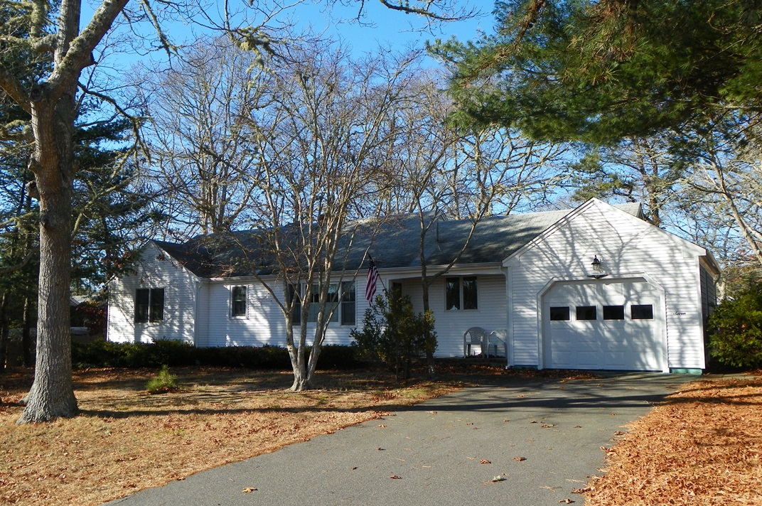 Front view of 7 Tamarack Road, West Dennis, MA 02670 summer Cape Cod rental home.
